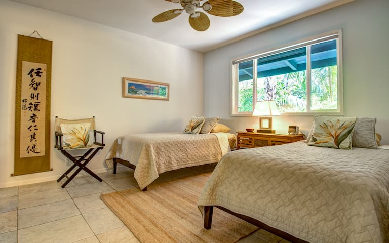 Twin bedroom with private bath