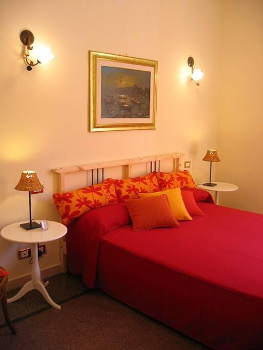 Camera da letto rossa