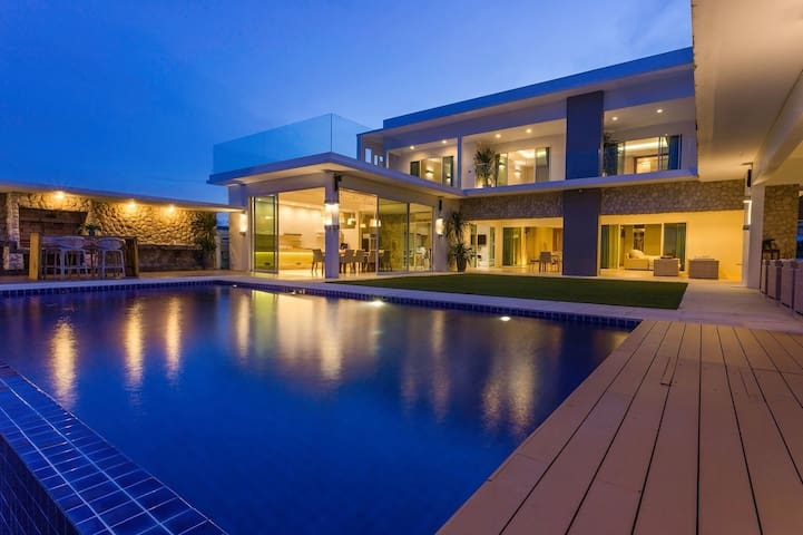 Bliss by the sea: Beachfront Retreat Hua Hin ChaAm