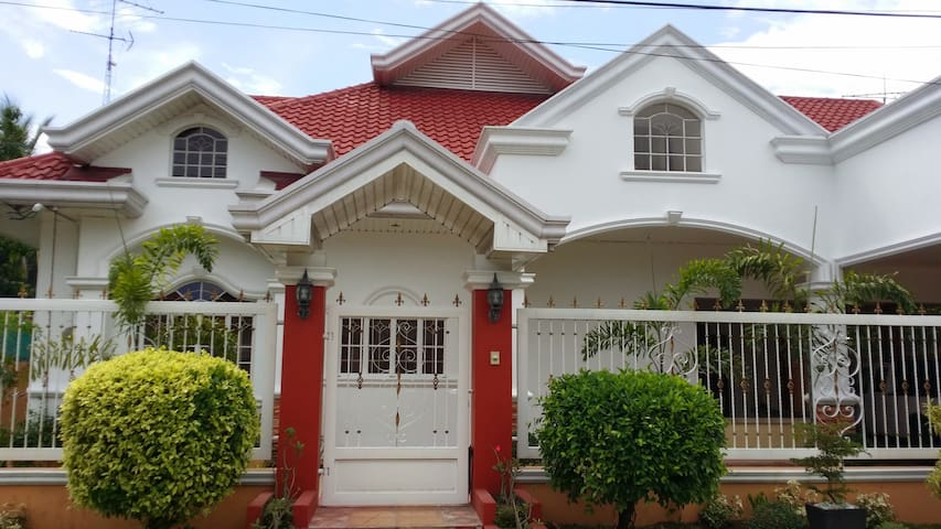 BEAUTIFUL VILLA with POOL and FIBER 20 mbs + CAR - Angeles - House