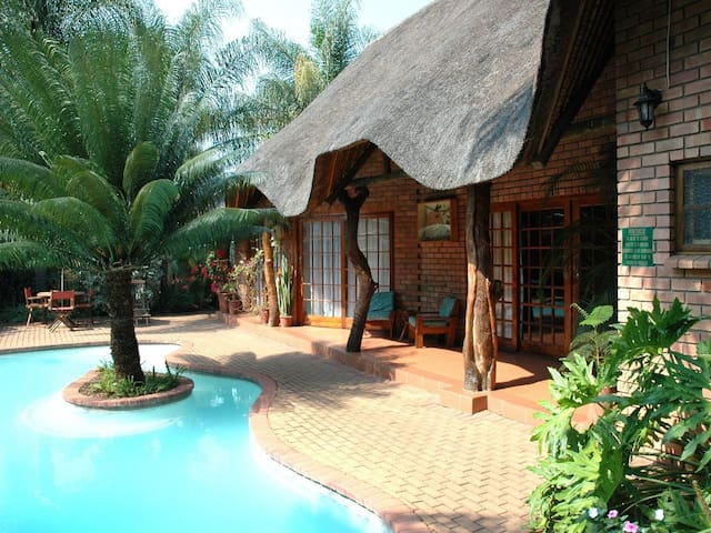Trees Too Guest Lodge, Komatipoort, Room for 2