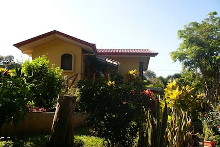 B&B in a lush tropical garden! - Carrillo - Wikt i opierunek