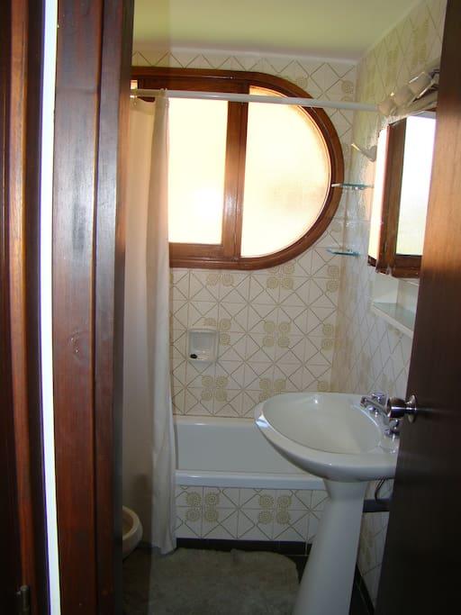 baños y apartamento en excelente estado