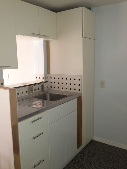 Kitchenette, microwave, coffee maker, toaster oven and refrigerator.