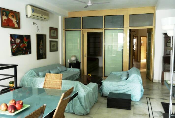 Contemporary modern decor, convenient location - New Delhi - Apartemen