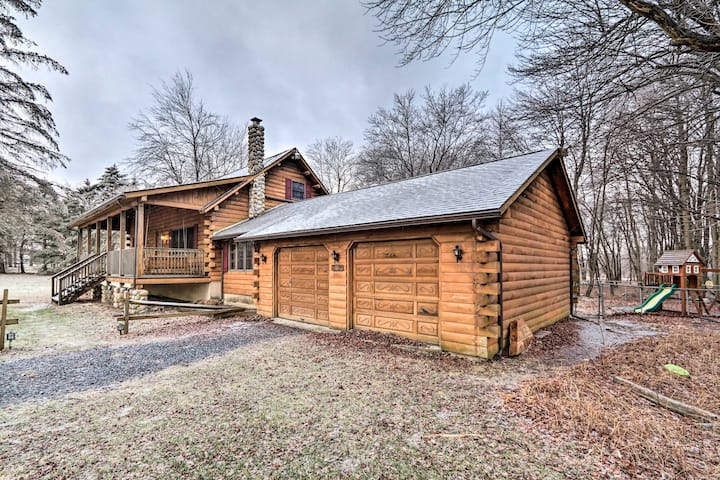 NEW! Luxe Pocono Cabin w/Deck For Skiers/Families