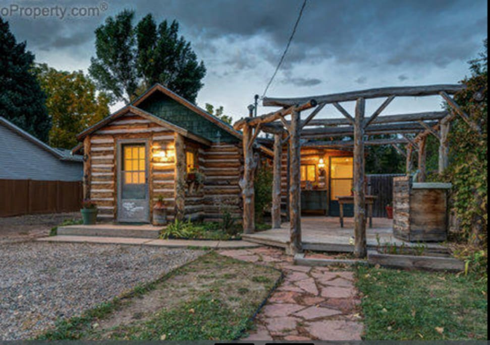 Cozy 2 bedroom log cabin 5 minutes from old town houses for Cabin rentals near fort collins colorado