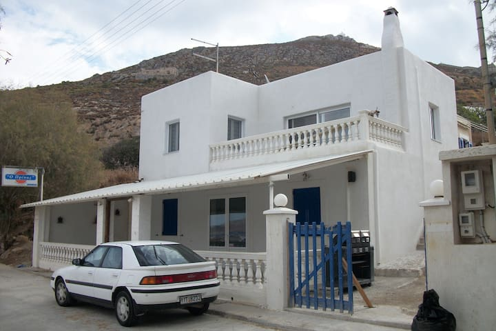 The house in Agia Marina ( Broozi )
