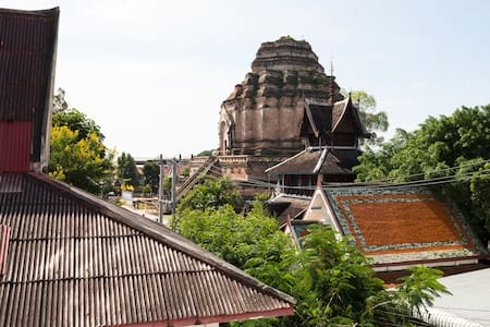 Big temple view,Center of old city,Deluxe room. - Chiang Mai