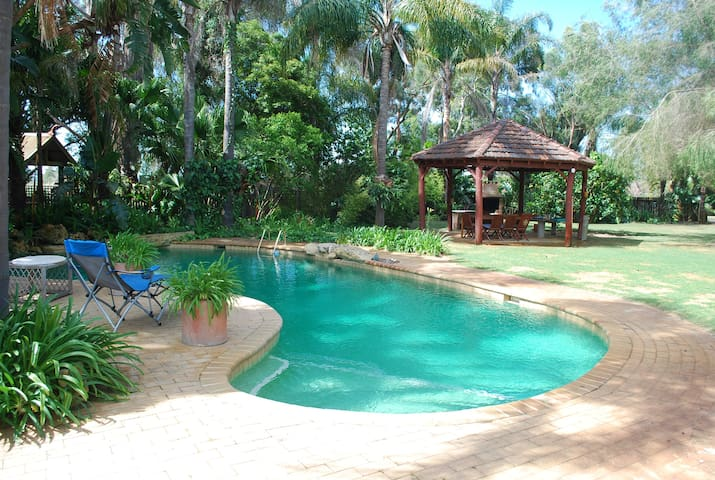 Huge Private Garden Spa Honeymoon Retreat - Wanneroo - Rumah