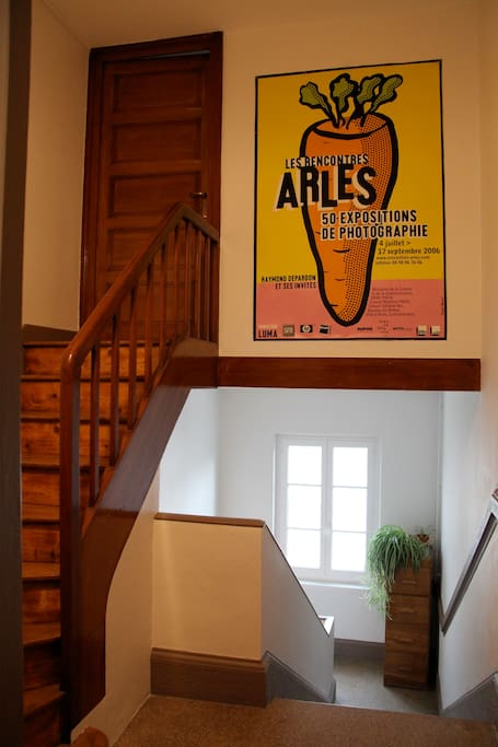Accès indépendant à votre chambre par le grand escalier