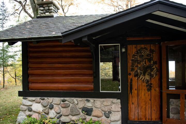 A Historic Lake Michigan Cabin with Lake Views