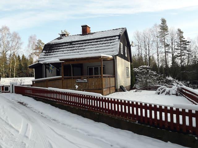 Schwedenhaus am Waldrand