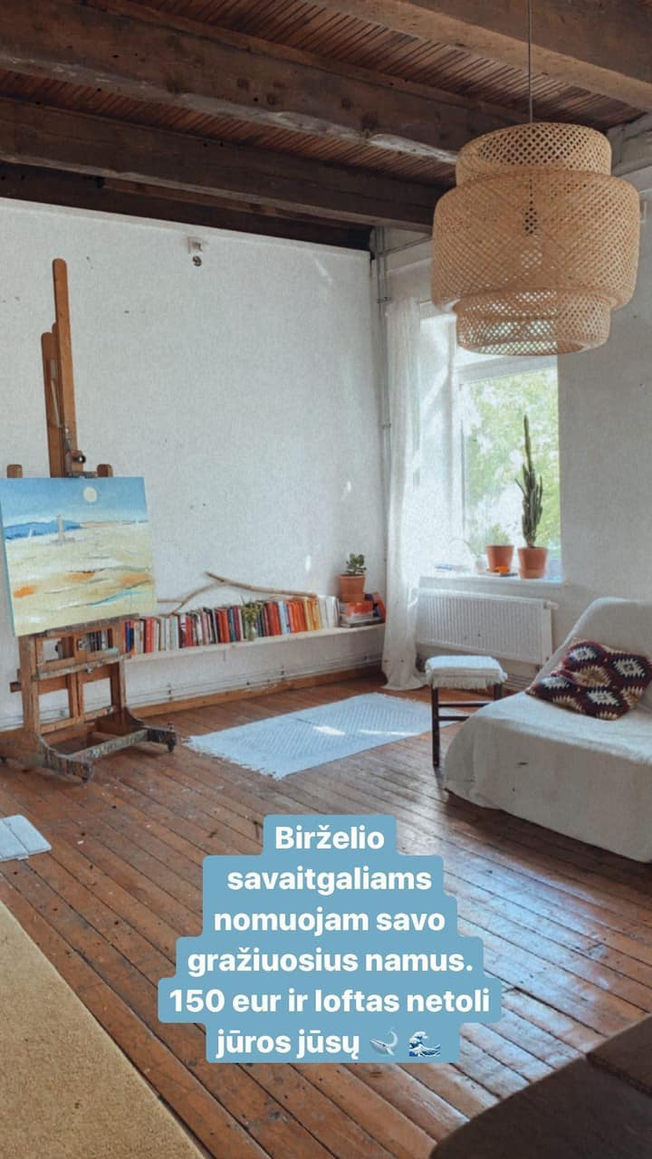 Curious painter studio in a perfect location 🖌️