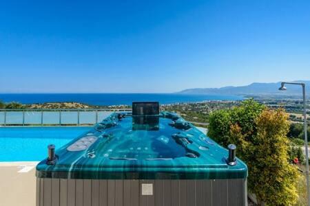 Calypso, 3BDR, Sea Views, Hot Tub