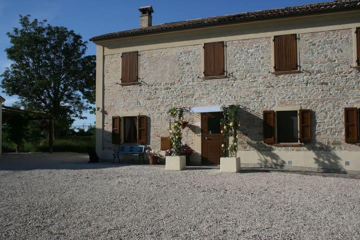 Guesthouse B&B La Fenice a Mondaino - Mondaino - Bed & Breakfast