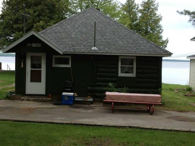 Quaint, 2 bedroom Cottage