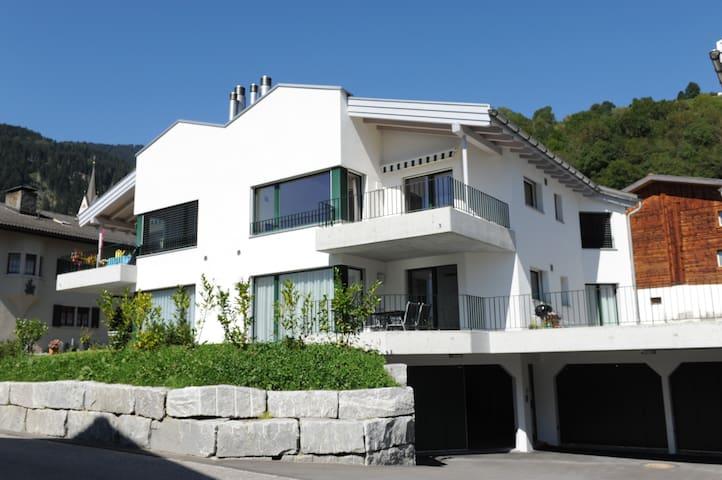 Wohnen wie zuhause in Schluein/LAAX - Schluein - Appartement