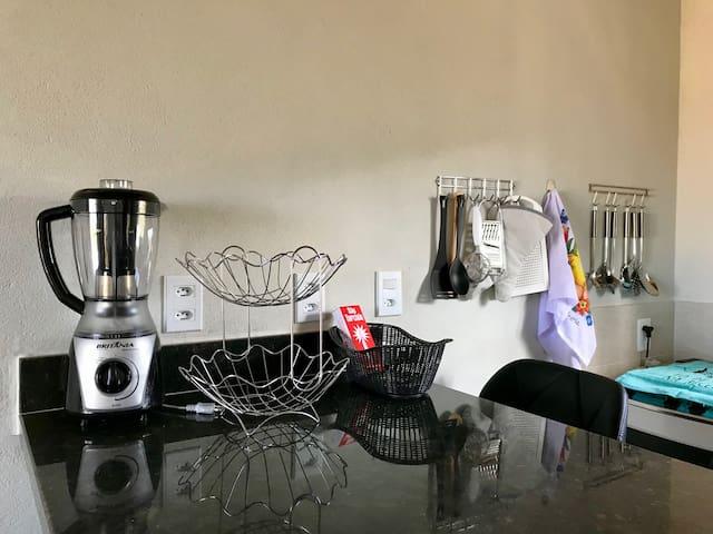 Bancada Sala / Cozinha com Utensílios