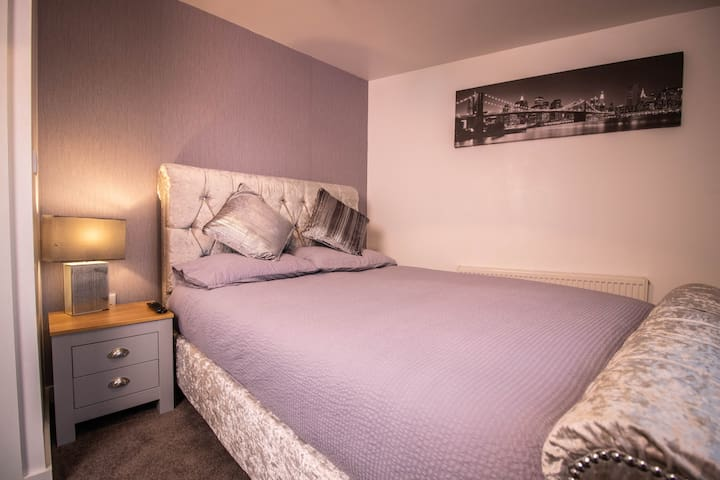 Fresh Modern Double room, Perfect Business stay.