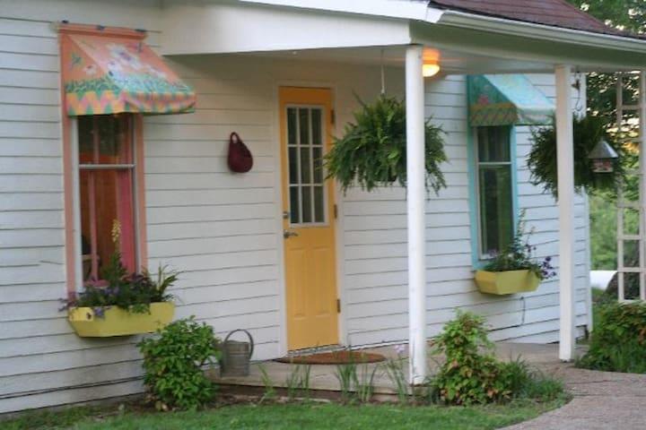 Weaver's Rest Cottage in Berea KY