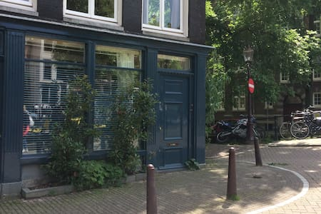 The Bike shed on the  corner of two canals - Amsterdam - Townhouse