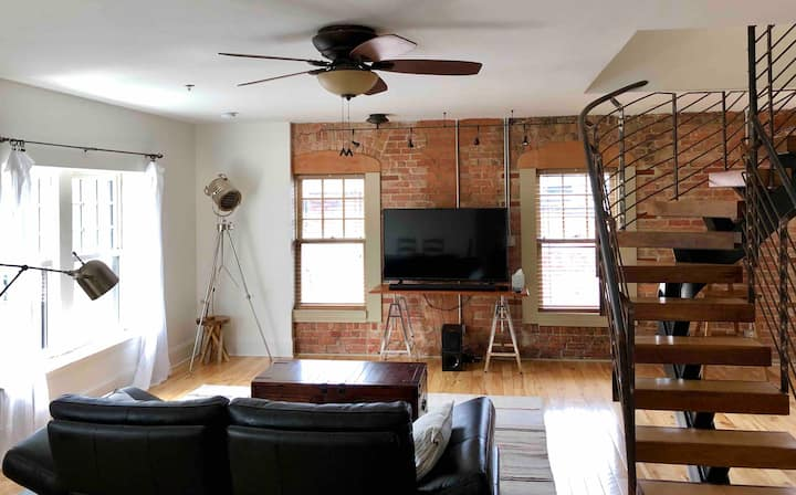 Stellar Luxe Downtown with Patio + Grill