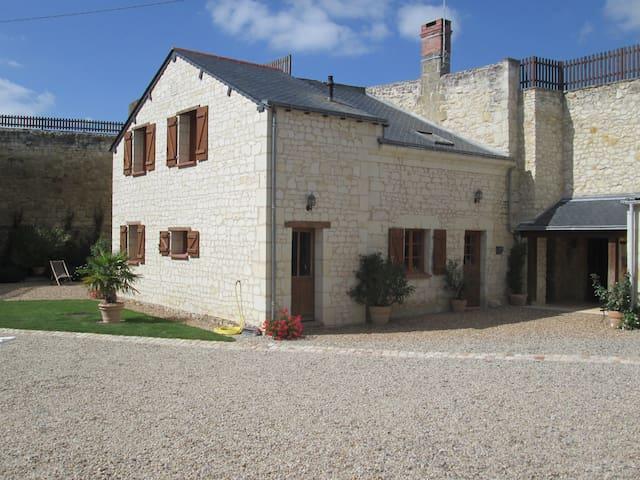 Gîte semi-troglodyte 5 p proche de Saumur et Doué - Dénezé-sous-Doué - Huis