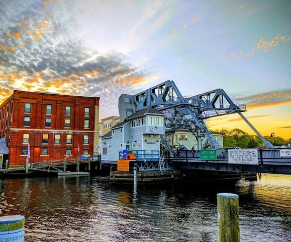 NEW 1BR - Heart Of Downtown Mystic Seaport CT