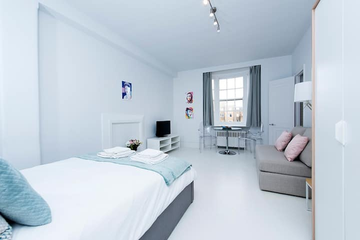 Fabulous studio flat in Bayswater!