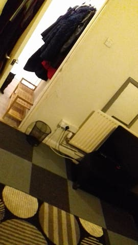 1 DOUBLE BEDROOM-WITH DOUBLE BED