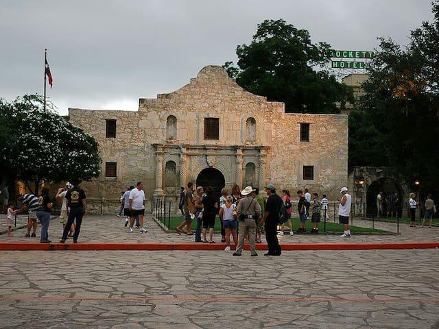 Right on Alamo & Convention Center - San Antonio - Leilighet