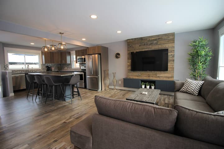 Amazing 4 Bdrm Home for Families w/kids + Sml Grps