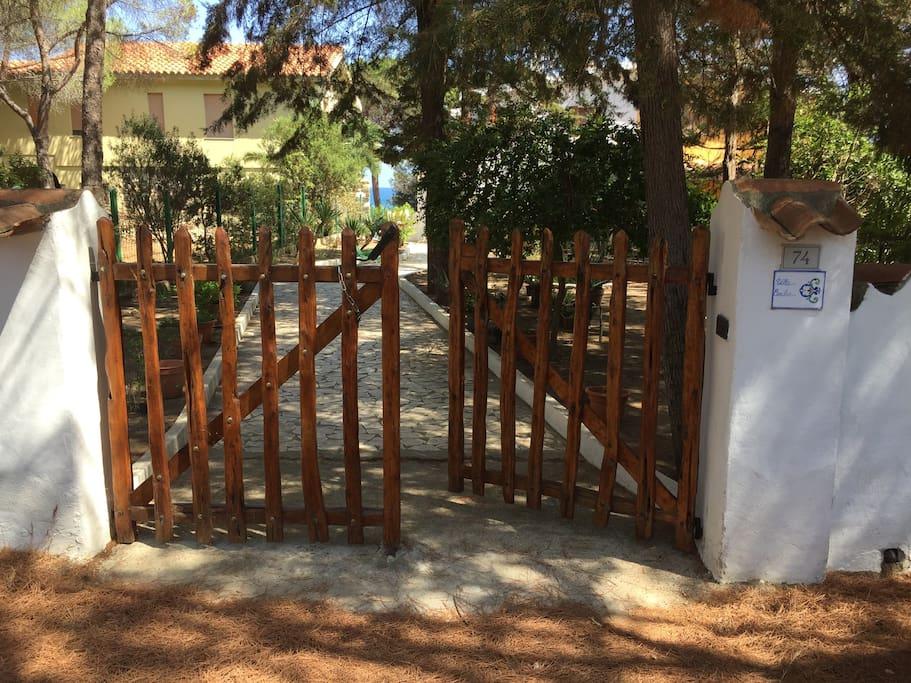 Villa Cecilia 1 - Cancello d'ingresso (Front gate)  Villa Cecilia 1 - Front gate