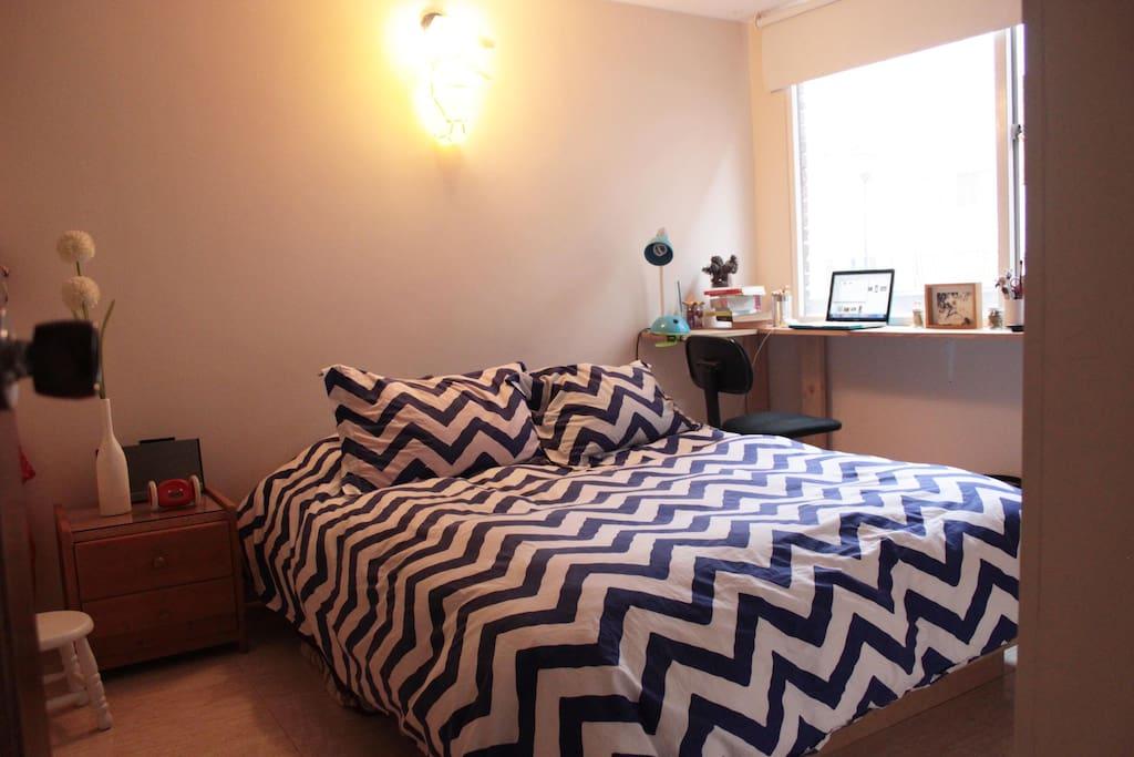 Cómoda habitación con excelente iluminación natural!
