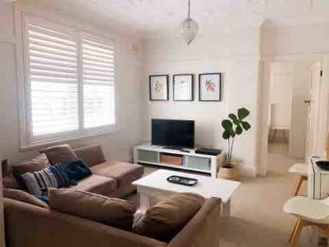 Charming 2 Bedroom apt Only 8min from the CBD