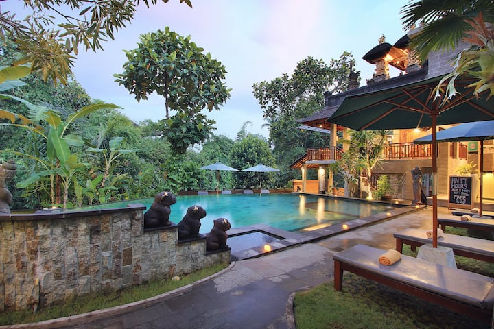 Spacious chic Deluxe at Ubud, w/ Bathtub, Shower