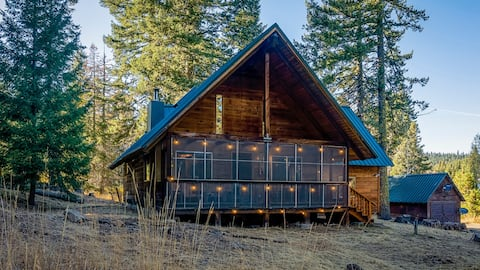 Whispering Pines Cabin Retreat ~ Dog Friendly