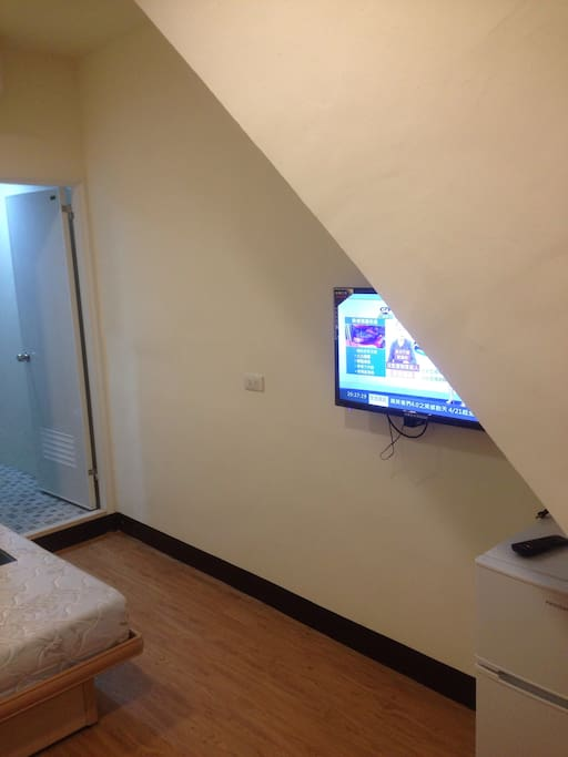 Large double bed, cable TV with 40+ channels, fridge freezer, large closet/wardrobe and desk/chair.