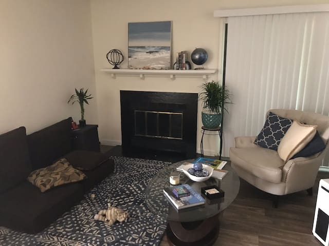 2 bed 2 bath unfurnished sublet $915/mo