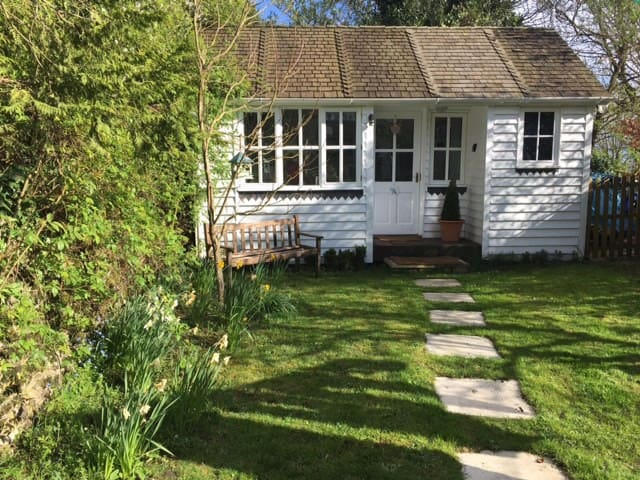 A charming garden room with its own entrance - Bletchingdon - Бунгало