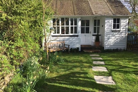 A charming garden room with its own entrance - Bletchingdon - 小木屋