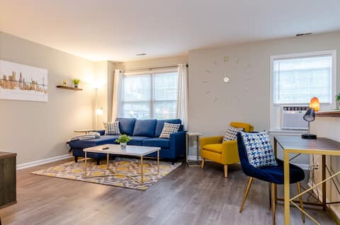 Stylish Modern 3Bed Apt Private Ent. Free Parking!