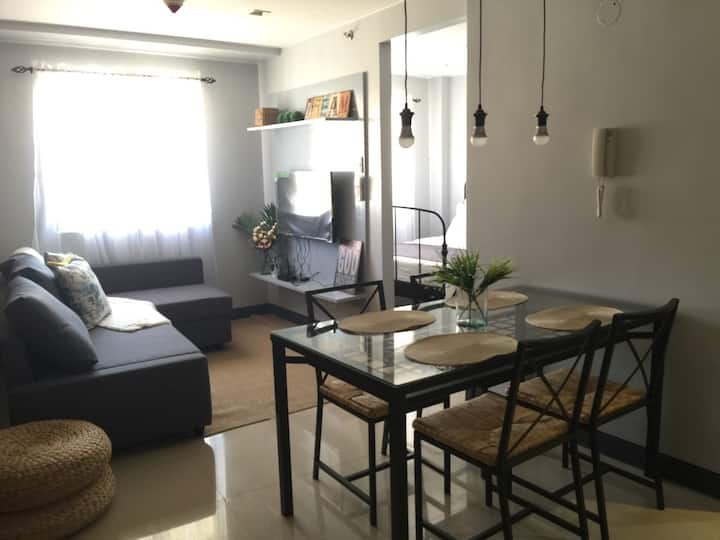 Spacious Rustic condo near NAIA 3