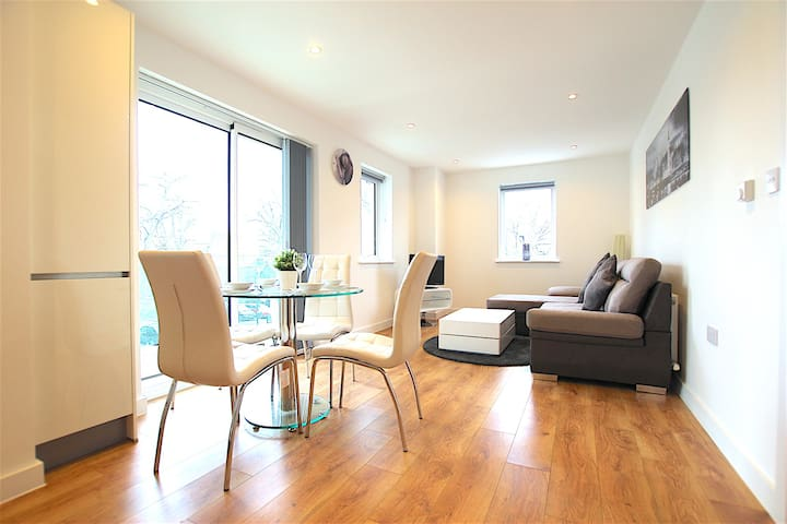 Tower Point 2 - Enfield - Apartment