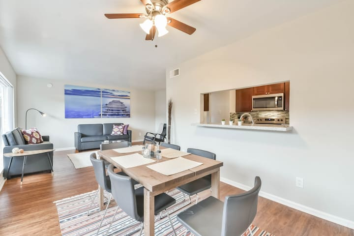 GALLERIA AREA TOWN HOUSE. (Grand Opening Special)