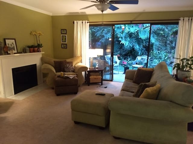 Beautiful home 2 miles to beach 4 mls to Lego Land