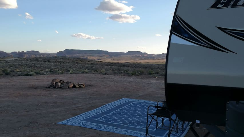 Take a shot off grid in Moab with our Bullet RV - Moab - Wohnwagen/Wohnmobil