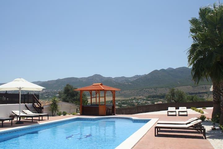 Room+bathroom+pool, stunning views. - Alhaurín de la Torre - Bed & Breakfast