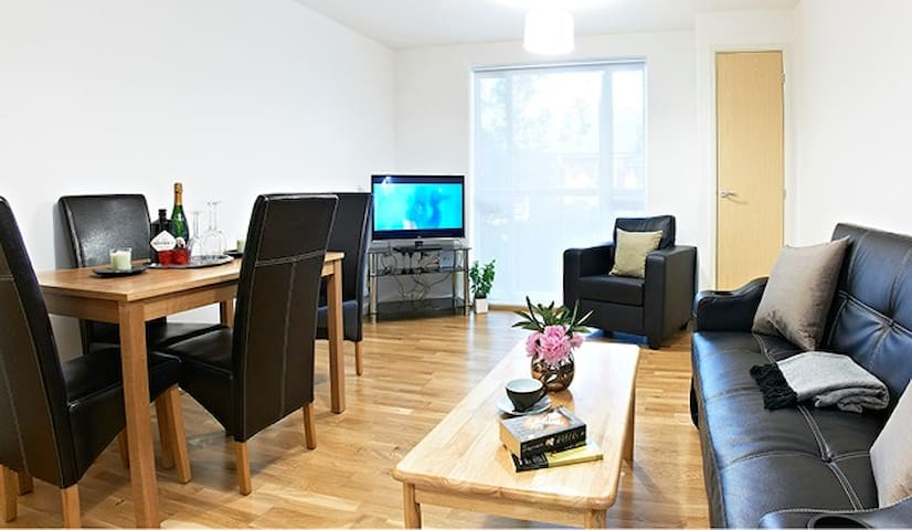 ELSTREE - LUXURY! 2 BED / 2 BATH APARTMENT